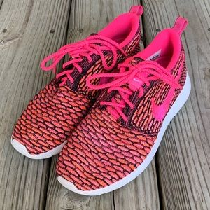 Nike Rosherun Flyknit Pink Pow.  New (display) 6.5